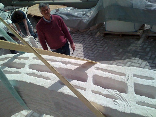 Enrico Dini overseeing  the construction of a joint project between D_shape and Faan Studio