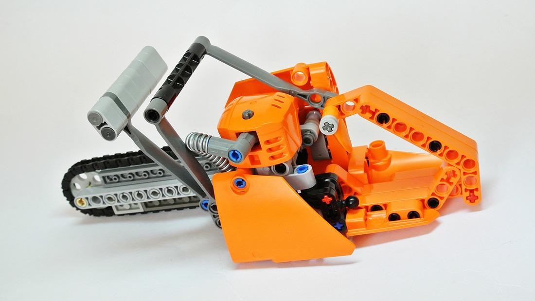 AmazeTorment Your Friends Build This Mini LEGO Chainsaw  : frantisek hajdekr lego chainsaw 01 from www.solidsmack.com size 1100 x 619 jpeg 403kB