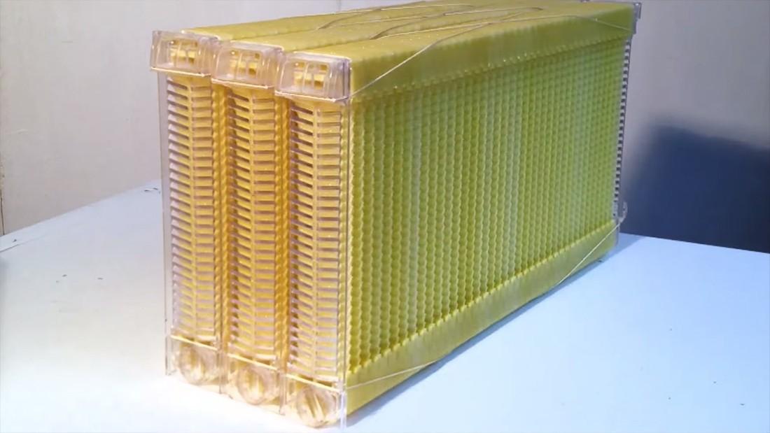 flow-hive-beehive-03