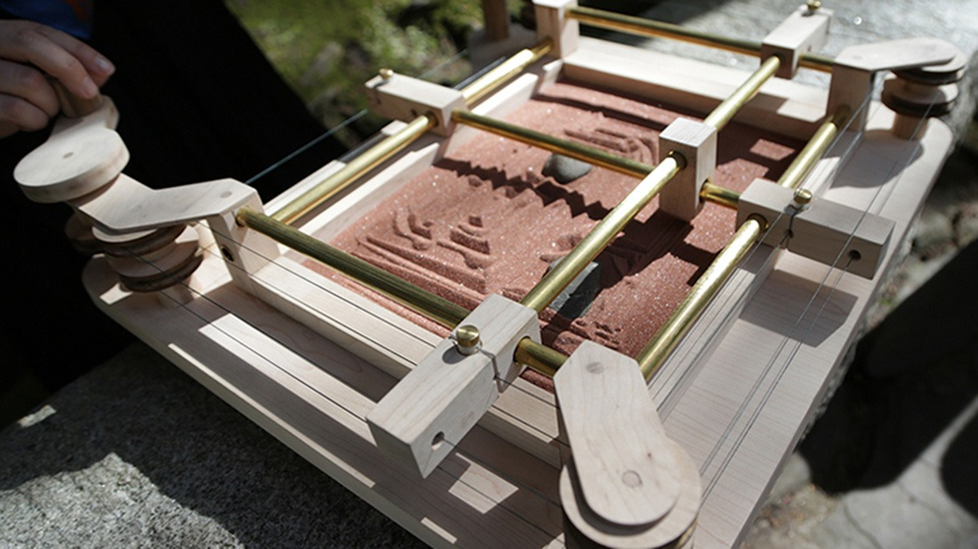The Xyzen Garden Combines An Etch A Sketch With A Tabletop Zen Garden Solidsmack