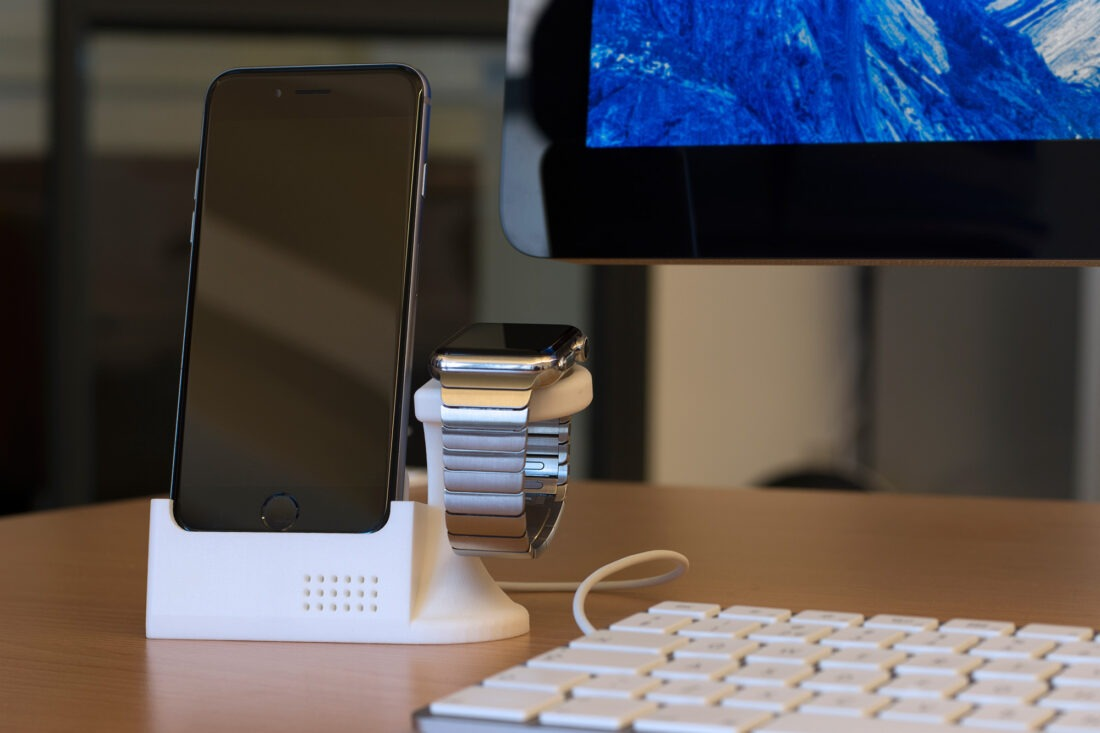 iPhone-iWatch-Stand-by-DBleeze