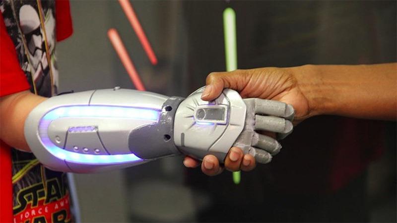 open-bionics-open-source-3d-printed-bionic-hand-02