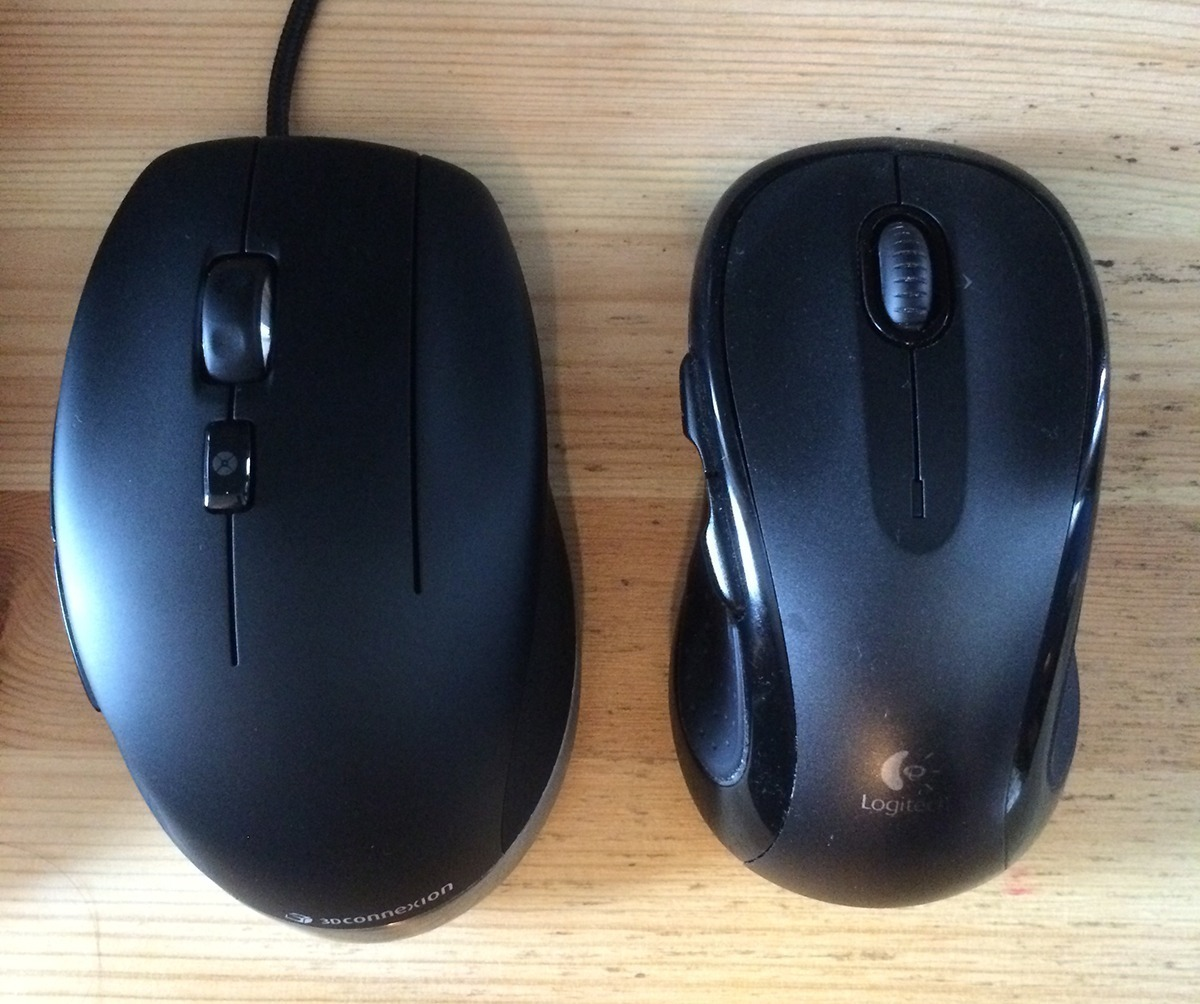 Size comparison of the 3Dconnexion CadMouse and the Logitech M510.