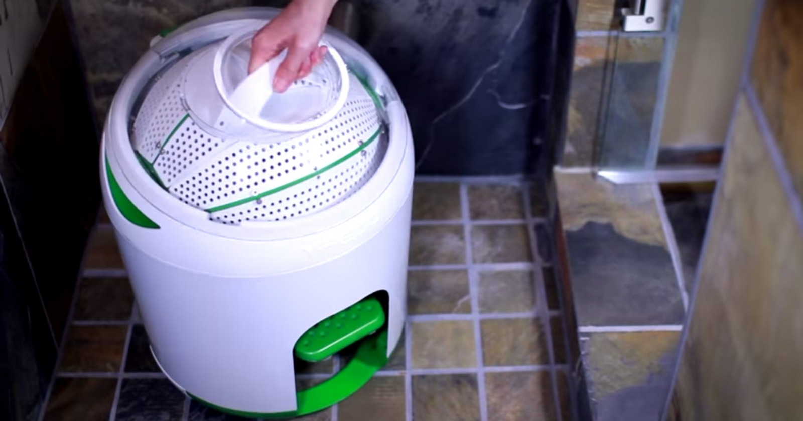 yrigo-drumi-foot-powered-washing-machine-03