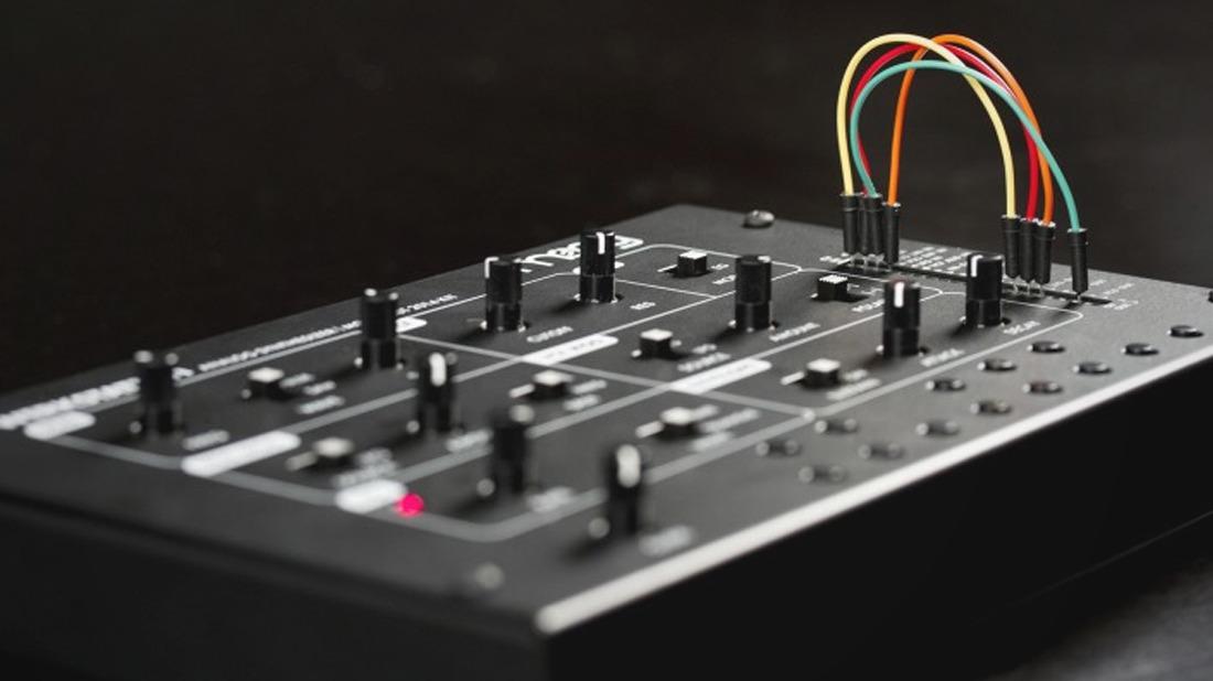 build your own moog synthesizer with the modular werkstatt workshop diy kit solidsmack. Black Bedroom Furniture Sets. Home Design Ideas