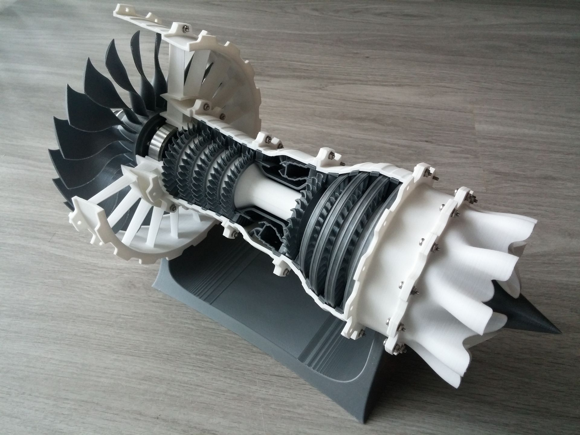 Super Model of the Week: 3D Printable High-Bypass Jet Engine [Mach 8  PT62