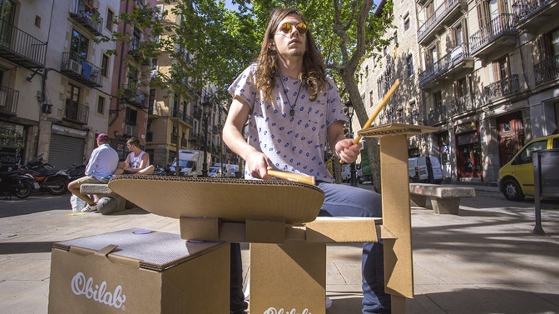 The Portable Cardboard DRUMKIT Can Be Carried on Your Back for Impromptu Jam Sessions