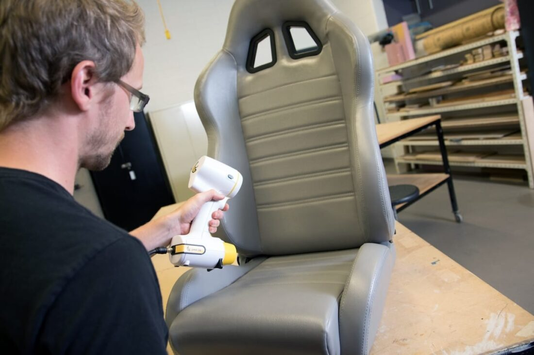 3D scanning a somewhat shiny racing chair with the peel 3D scanner