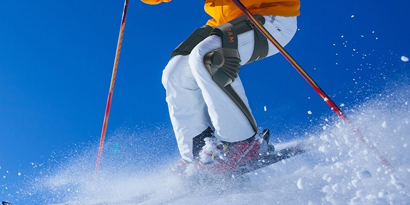 Roam Robotics Announces $2500 Soft Exoskeleton For Skiers and Snowboarders