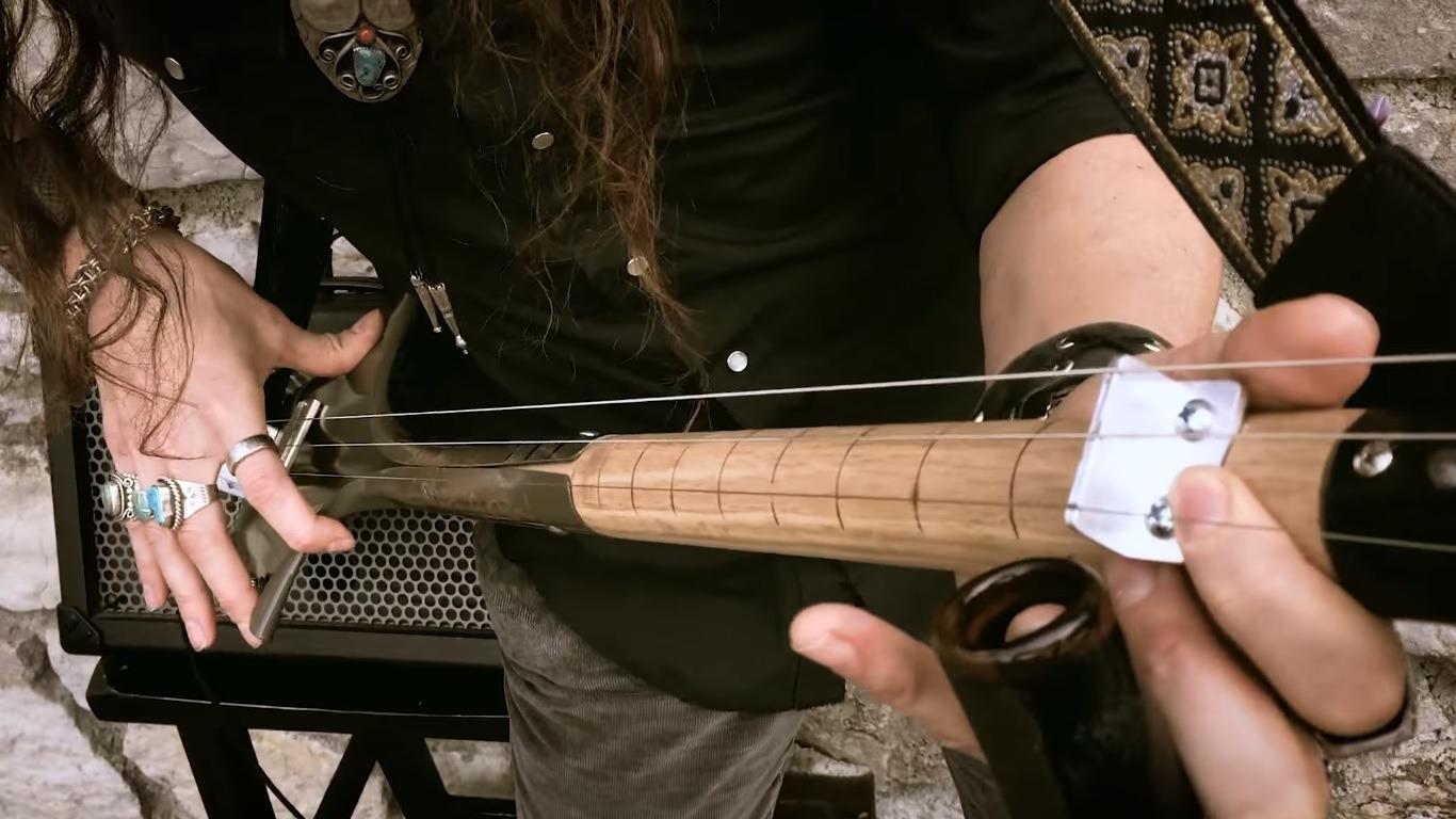 3-String Guitar