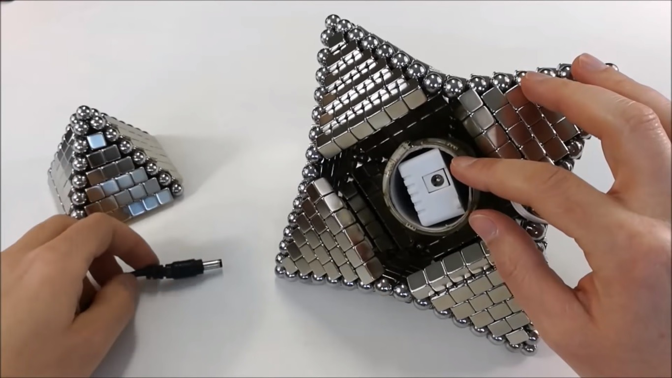 This Guy Making a Star Out of 678 Magnets Is Oddly Satisfying