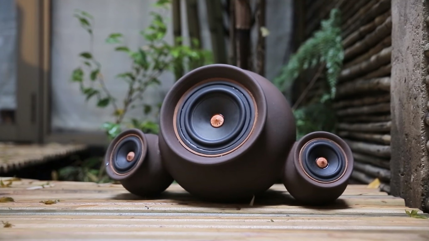 Mapuguaquén Speakers Preserve Traditional Craft While Housing a Modern Sound System