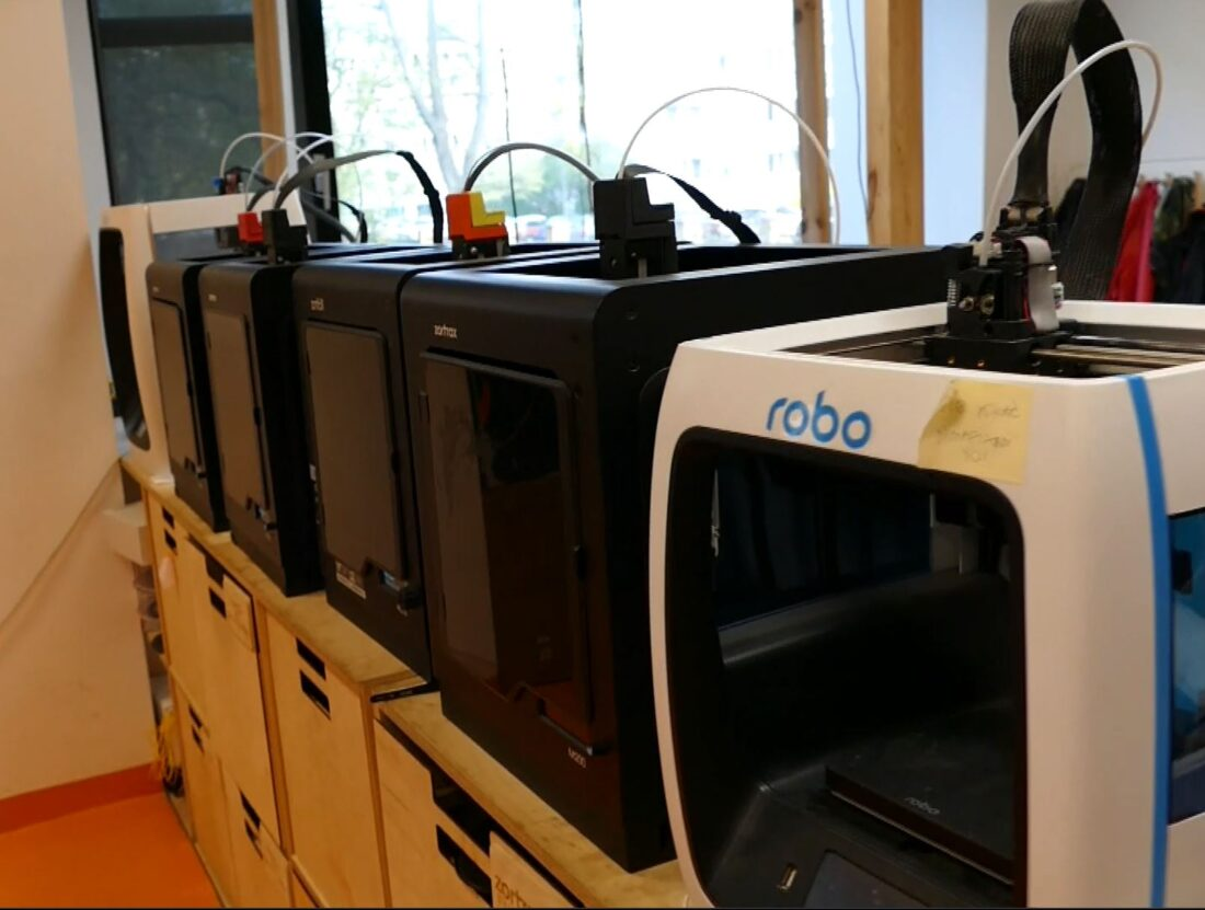 Here are some of the 3D printers to greet you when you arrive at the FabLab.