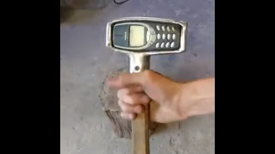 Nokia 3310 hammer