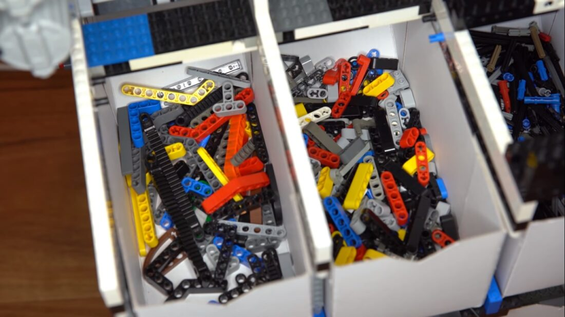 universal LEGO sorting machine
