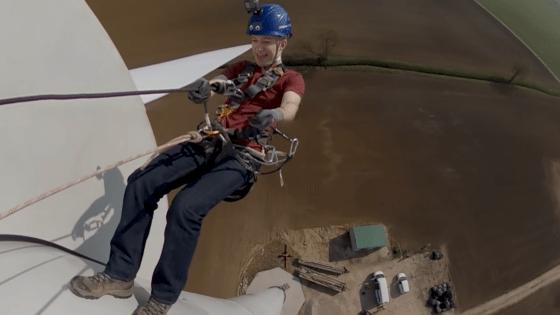 climbing wind turbine